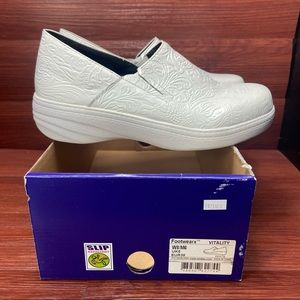 Landau Foot WeaRX white leather clogs size 8